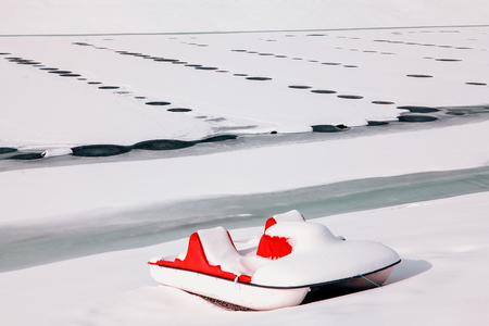 boat covered by snow Banque d'images
