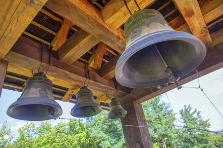 campanas de la iglesia vieja sonando Foto de archivo