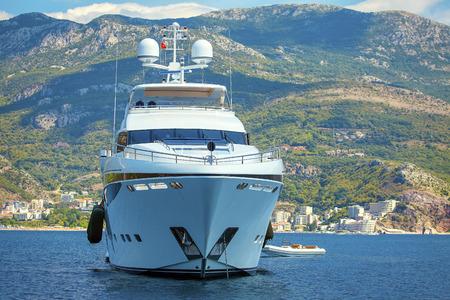 close up image of white luxury yacht Standard-Bild - 120200248