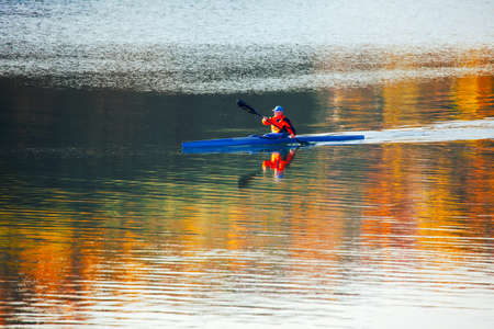 Man rowing kayak . Healthy lifestyle with water sport Banque d'images