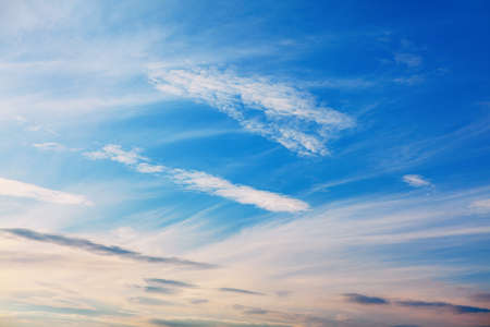 High feathery clouds . Fair Weather in a clear blue sky 版權商用圖片