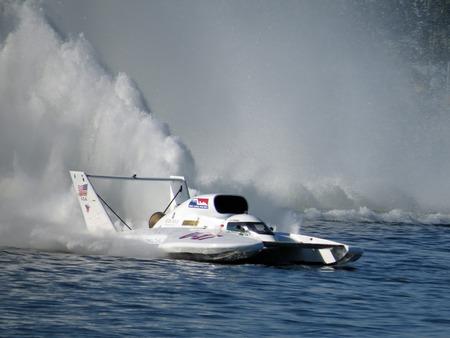 bateau de course: 2014 Illimit� Hydroplane Racing Bateau �ditoriale