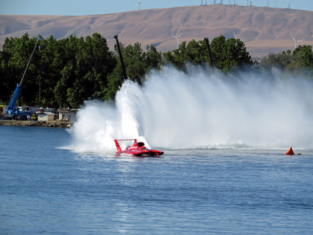 hydroplane: H1 Unlimited Hydroplane Roostertail