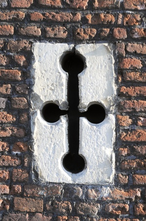 slit: Una rendija de arqueros en la antigua muralla de Ingl�s Tudor edificio