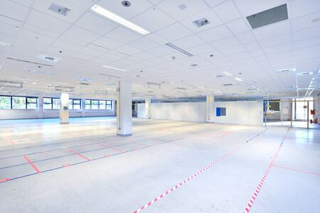 Un entrepôt ou un entrepôt vide disponible pour être occupé