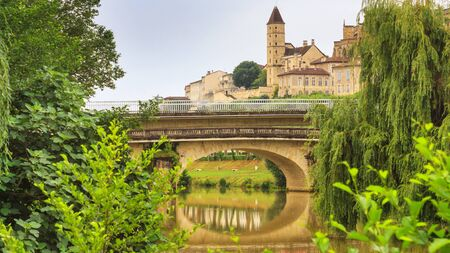 Summer city landscape - view of the bridges over the River Gers in the town of Auch, in the historical province Gascony, the region of Occitanie of southwestern France Stock fotó - 140883337