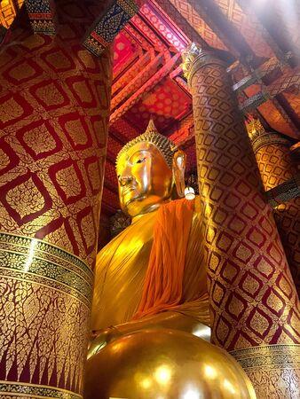 gold: Buddha statue