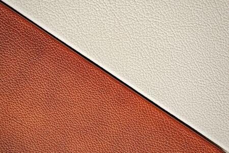 Weiße und braune Lederstruktur. Nahaufnahme. Design. Standard-Bild