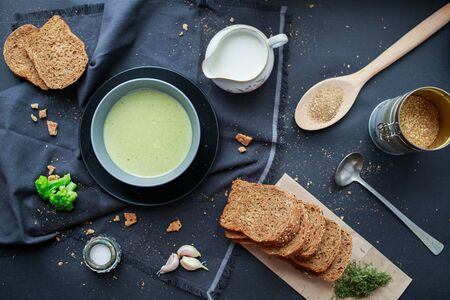 green cream broccoli soup with rye bread. Vegan food, veggie lunch Reklamní fotografie