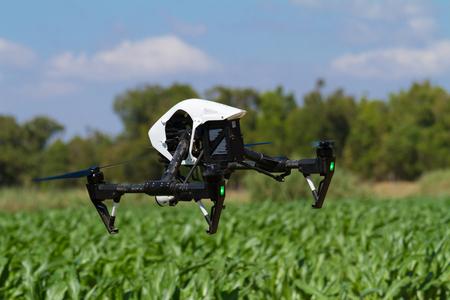 agricultura: Quad avión no tripulado UAV rotor en apoyo de la agricultura