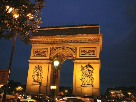 triomphe: Arc de Triomphe lite up at night