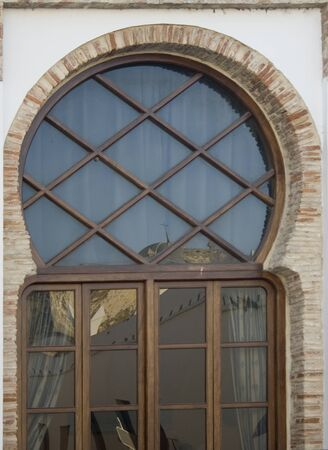 keyhole window