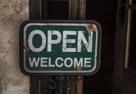 Rusted Open Welcome Sign Banque d'images