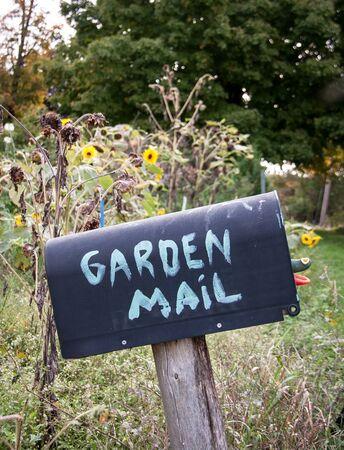 Casella e-mail con la posta giardino Archivio Fotografico - 38310868