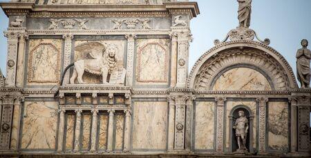 leon con alas: estatua del león alado de Venecia