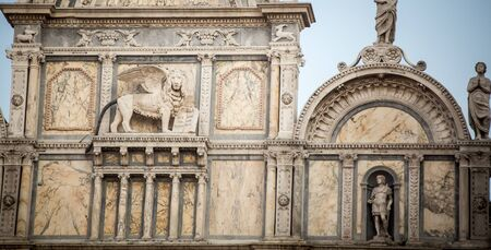 leon alado: estatua del le�n alado de Venecia