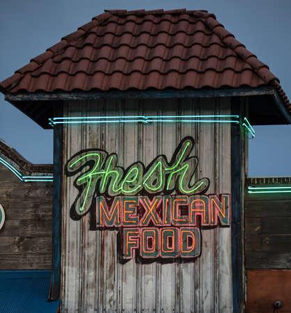 メキシコ料理のネオンサイン 写真素材