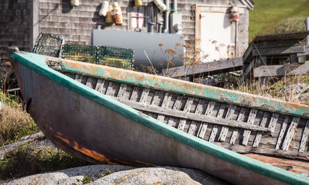 abandon wooden boat Imagens