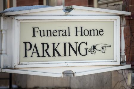 funeral home parking sign Banque d'images