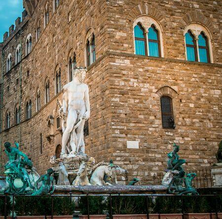 neptuno: la estatua de Neptuno de Florencia