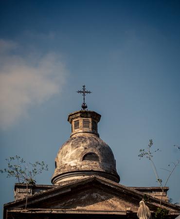 memorial cross: b�veda del cementerio de Recoleta