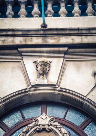 relief above a door arch Imagens