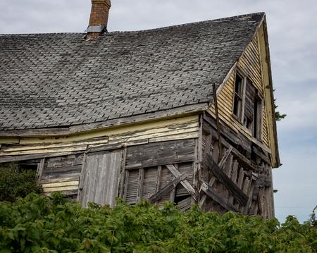 dilapidated: dilapidated house