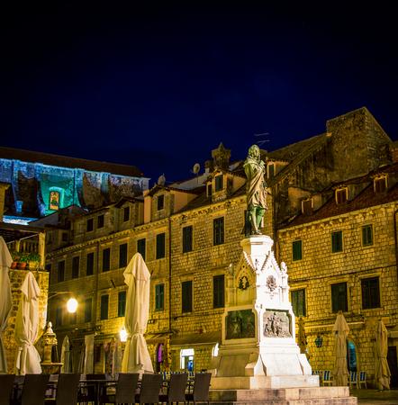 statue and square Dubrovnik