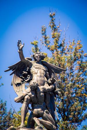 statue bella de artes mexico city