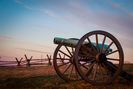 cannon at sunrise in Gettysburg 免版税图像
