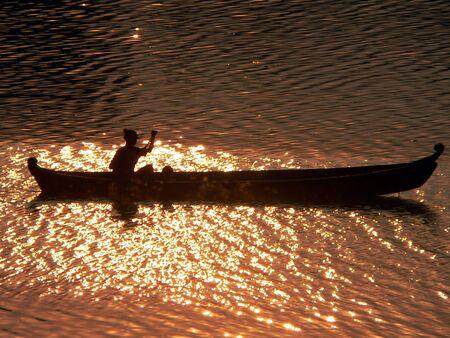 birma: Zons ondergang kanoër Irrawaddy River Myanmar (Birma)