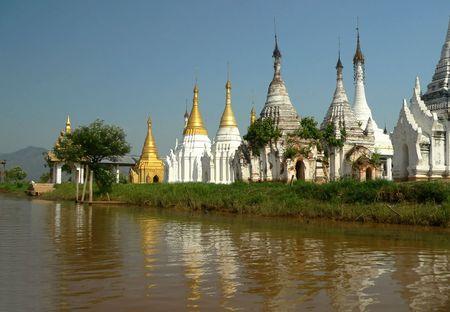 stupas: Lago Stupas Myanmar (Birmania) Inle