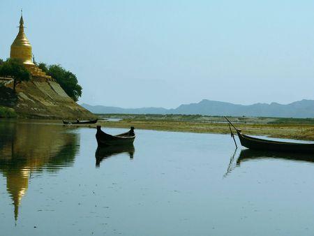 birma: Lawkananda Pagoda vanuit Irrawaddy rivier Myanmar (Birma)