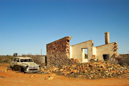 old car and ruins in outback australia Stock Photo - 791871