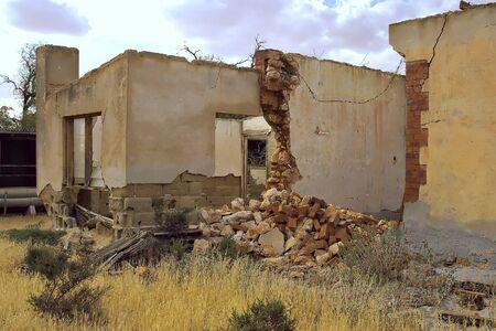 ruinas de una antigua panader�a y casas Foto de archivo - 830143