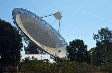 the huge satellite dish that is the receiver for parkes radio telescope