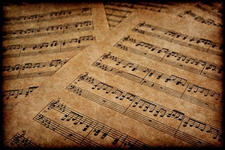 gran imagen de notas musicales en papel pergamino marrón
