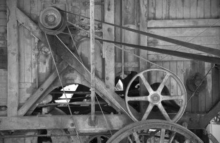poleas: una gran imagen de la vieja maquinaria agrícola de madera