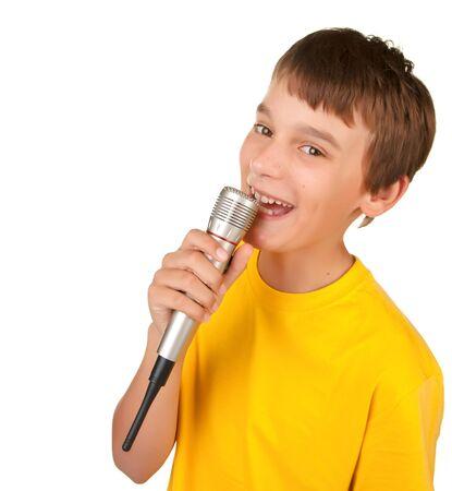 niño cantando: niño cantando o hablando en blanco de micrófono aislado