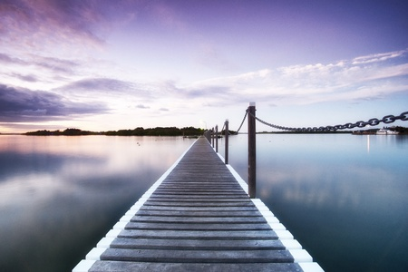 pontoon jetty across the water 版權商用圖片 - 12757244