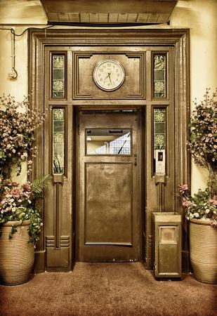 승강기: 오래된 엘리베이터 문