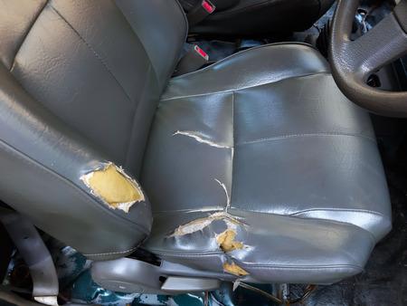 old leather car seats lacking. Standard-Bild - 122132202