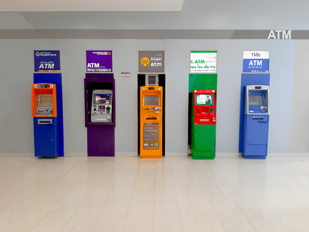 Bangkok, Thailand - Jan 10, 2019: Indoor cash machine(ATM) units of several Banks located at supermarket. Standard-Bild - 122152120