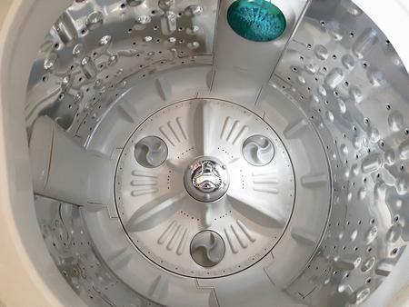 Inside the washing machine. Standard-Bild - 122132276