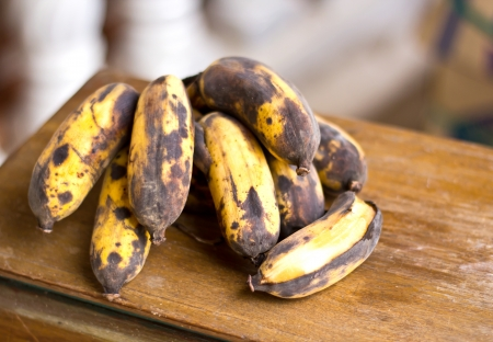 bad banana: A bunch of old bananas - perfect for bread Stock Photo