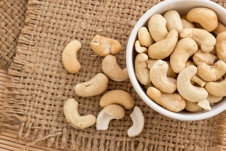 Close up cashews in the bowl on sackcloth 스톡 콘텐츠