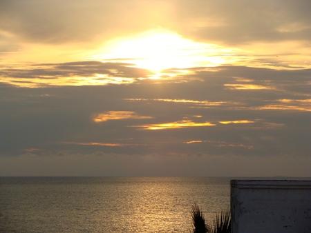 anochecer: Hermosa puesta de sol en Puerto Vallarta, Jalisco, México Foto de archivo
