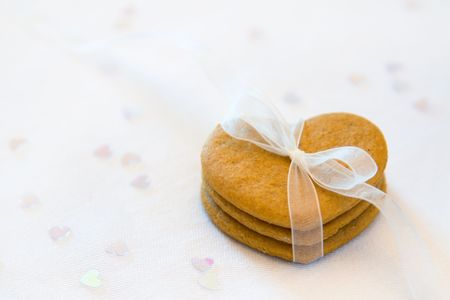 favours: Gingerbread hearts tied with a white organza ribbon
