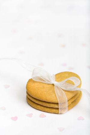 favour: Gingerbread hearts tied with white organza ribbon