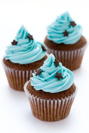 Chocolate cupcakes tres en una fila Foto de archivo